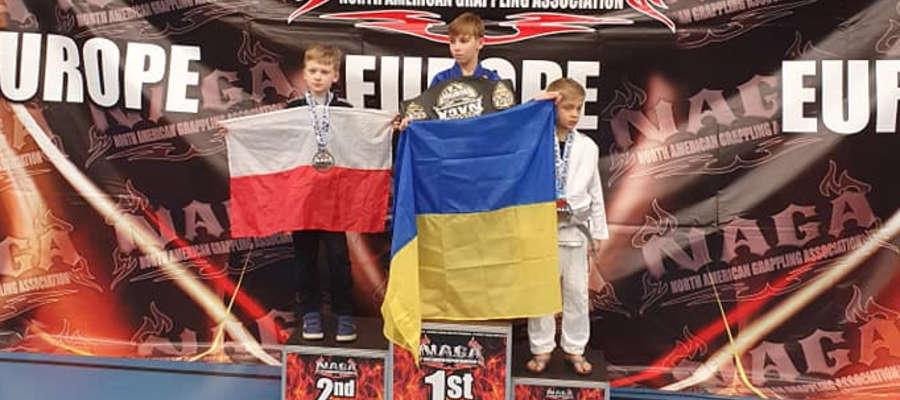 Filip Chełchowski (z lewej) srebrnym medalistą mistrzostw Europy NAGA