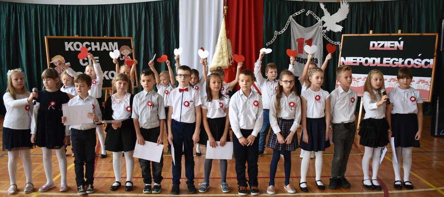 W czasie akademii w szkole w Marzęcicach