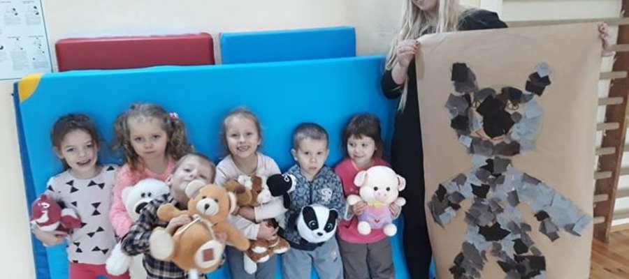 Dzieci przyniosły do szkoły swoje pluszowe misie