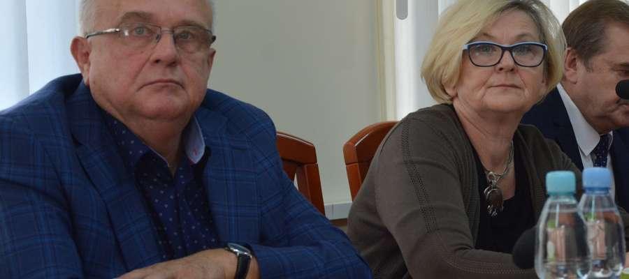 Radny Henryk Trznadel na sesji Rady Powiatu w Olecku