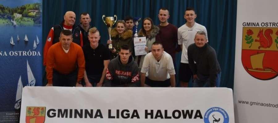 Poprzednią edycję Gminnej Ligi Halowej w Samborowie wygrała ekipa WAKS Turznica