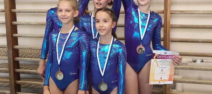 Olsztyńskie gimnastyczki zdobyły brązowy medal drużynowych mistrzostw Polski w klasie III PZG