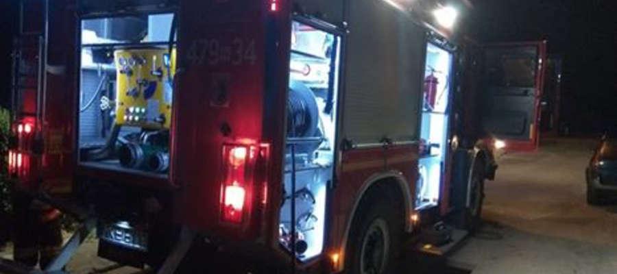 Trzy zastępy JRG Ostróda gasiły pożar przy ul. Pieniężnego
