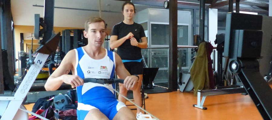 Godzina 11.20 — zmiana Miłosza Jankowskiego, Aleksandra Demczuk (z tyłu) czeka na swoją kolej