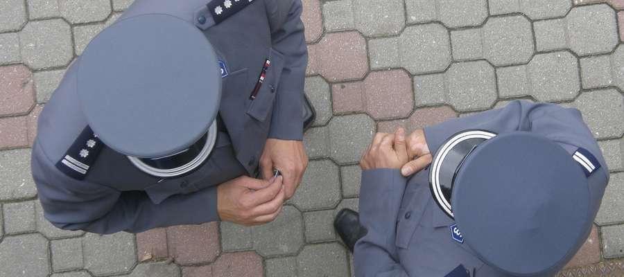 Olecko: Policjant po służbie zatrzymał poszukiwanego
