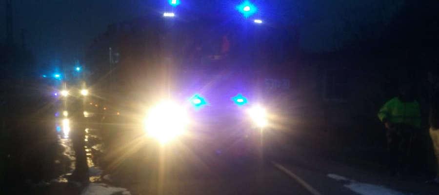 Kilka zastępów strażackich gasiło pożar warsztatu w Nowym Siedlisku