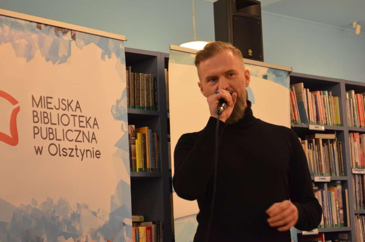 Spotkanie z Tomaszem Organkiem w Planecie 11. Biblioteka była pełna! - full image