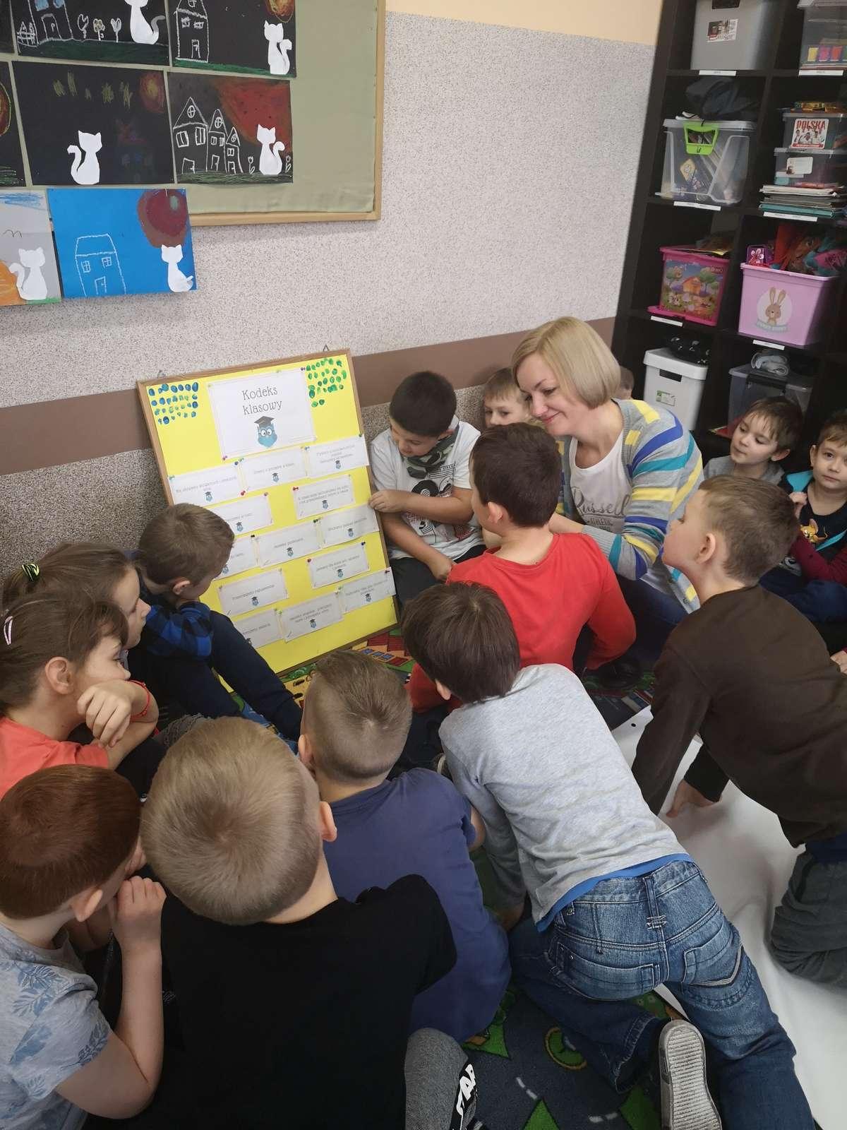 Podczas spotkania pierwszoklasistów z pedagogiem