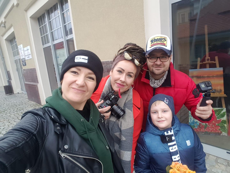 http://m.wm.pl/2019/12/orig/aga-karlowicz-karolina-iszoro-dawid-szczygielski-i-nasz-najmlodszy-wolontariusz-tomek-janowski-600573.jpg