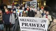 Kolejny dowód wsparcia dla sędziego z Olsztyna. Wręczyli Juszczyszynowi podpisy z poparciem [ZDJĘCIA, VIDEO]