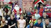 Uczniowie ze Zwiniarza u świętego Mikołaja