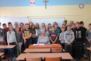 Słuchamy i snujemy refleksje w Szkole Podstawowej w Niechłoninie