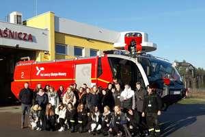 Poznawali pracę strażaków na lotnisku w Szymanach