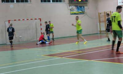 Ruszyły futsalowe mistrzostwa Bartoszyc. Cztery drużyny mają po dwa zwycięstwa