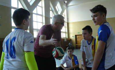 Reprezentacje szkolne walczyły w Kisielicach w mistrzostwach powiatu w mini siatkówkę [ZDJĘCIA]