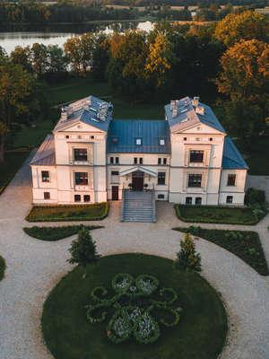 Pałac Warlity – luksusowy relaks na Mazurach