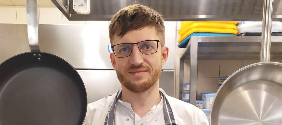Radek Lewandowski w swojej kuchni
