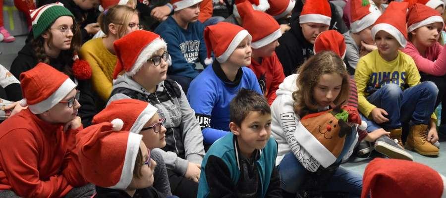 Uczniowie z Pietrzwałdu spotkali zostali odwiedzeni przez Mikołajów z Turznicy