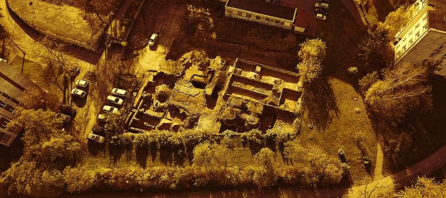 Prace archeologiczne na Starym Mieście w Iławie z lotu ptaka