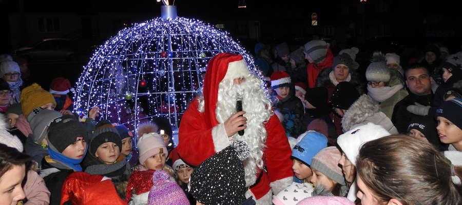 Dzieci z niecierpliwością czekały na świętego Mikołaja