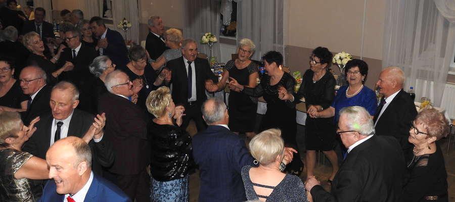 Wszyscy, jak widać, dobrze się bawili na zabawie sylwestrowej w Mszanowie