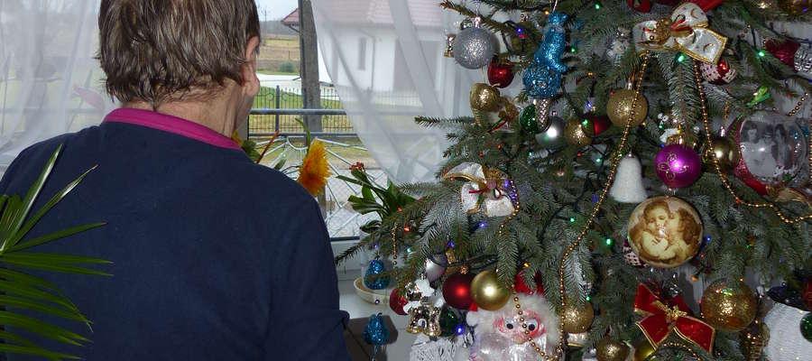 Samotne święta są trudnym okresem dla tych, którzy je przeżywają, ponieważ Boże Narodzenie jest najbardziej rodzinne ze wszystkich świąt