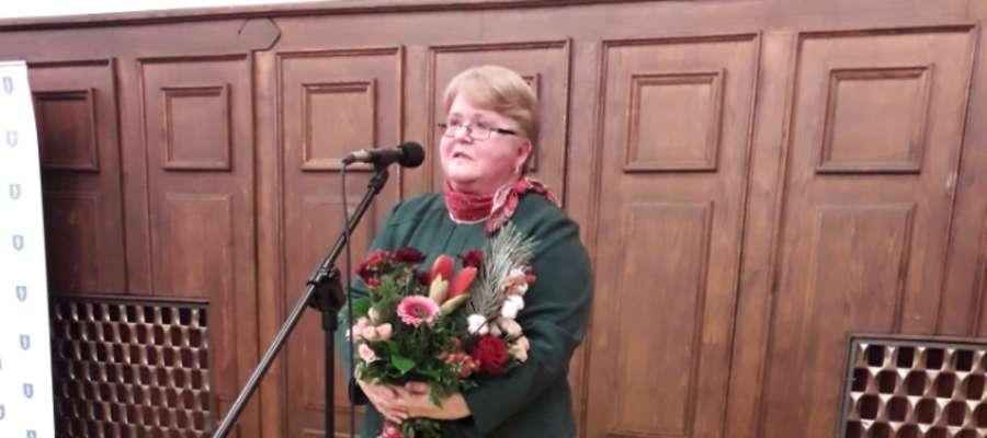 Pani prof. Irena Makarczyk przemawia w ratuszu po otrzymaniu Nagrody Prezydenta