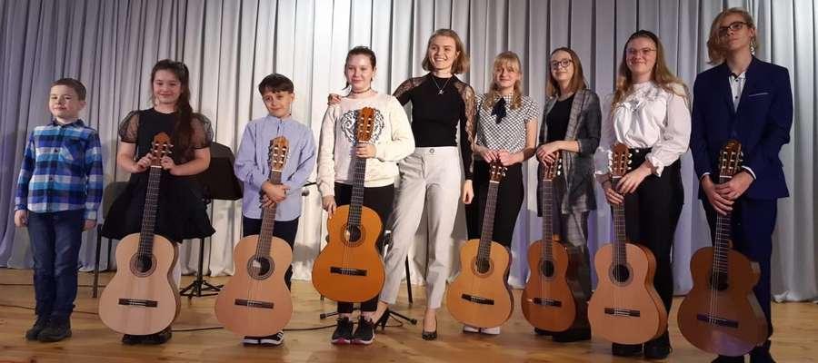 Młodzi gitarzyści na scenie MCK