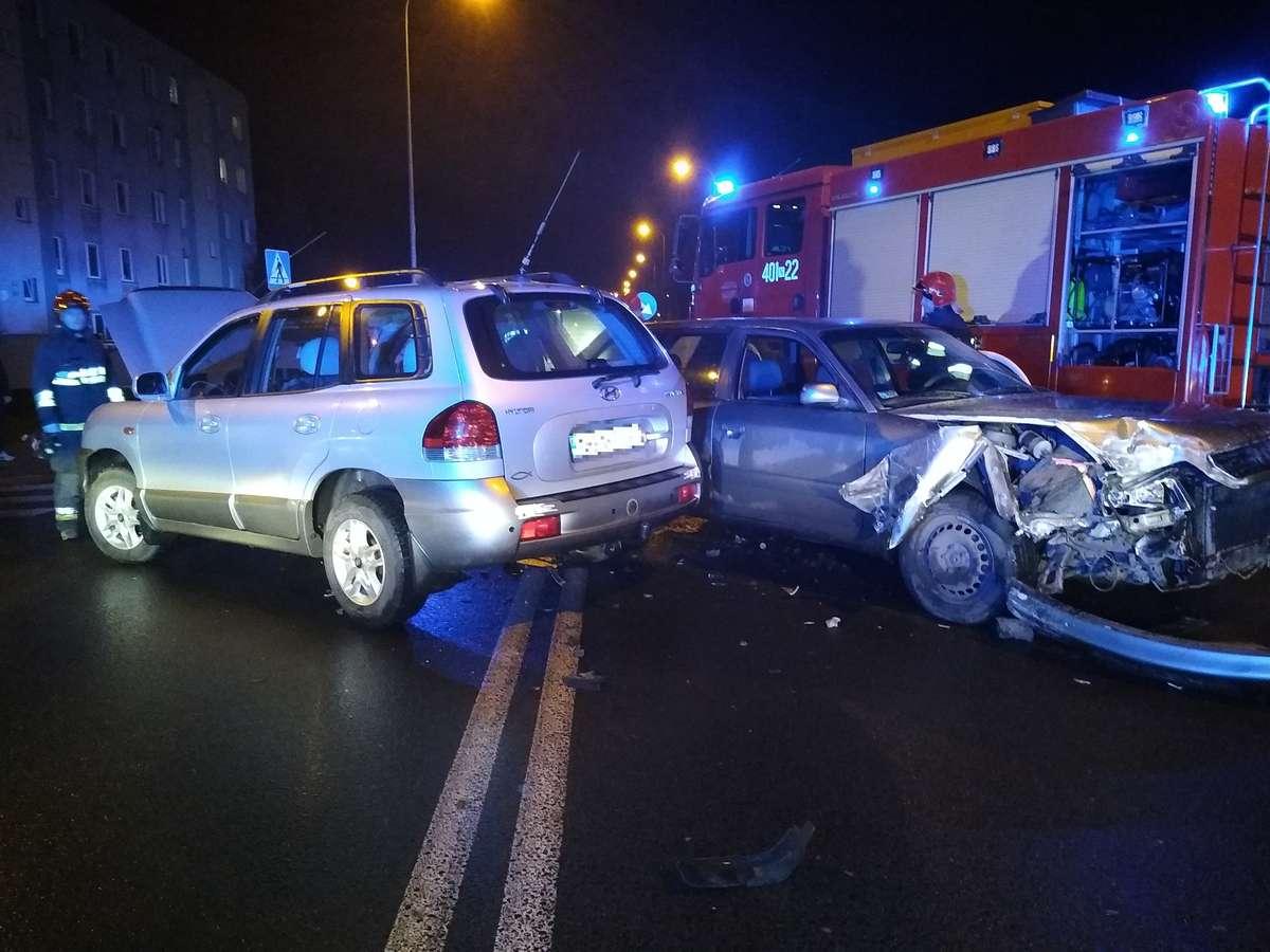 Zderzenie aut na skrzyżowaniu ulic Bema i Sikorskiego w Bartoszycach.