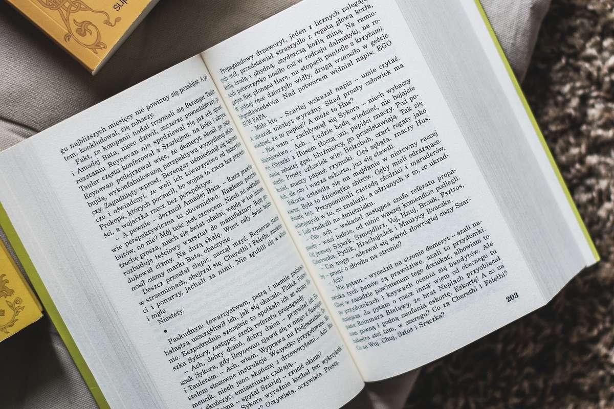 Andrzej Sapkowski wyprzedził J. K. Rowling i Stephena Kinga - full image