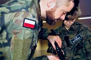 Uczniowie klas wojskowych poznają MSBS kalibru 5,56 mm