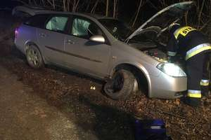 Był pijany, uderzył autem w drzewo i poszedł do domu