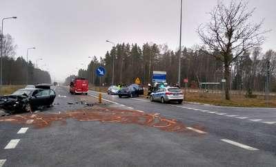 Wypadek na trasie Olsztyn - Dobre Miasto. Dwie osoby trafiły do szpitala