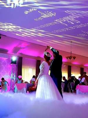 Marzenia o romantycznym tańcu w chmurach mogą się spełnić... Oczaruj swoich gości weselnych [ZDJĘCIA]