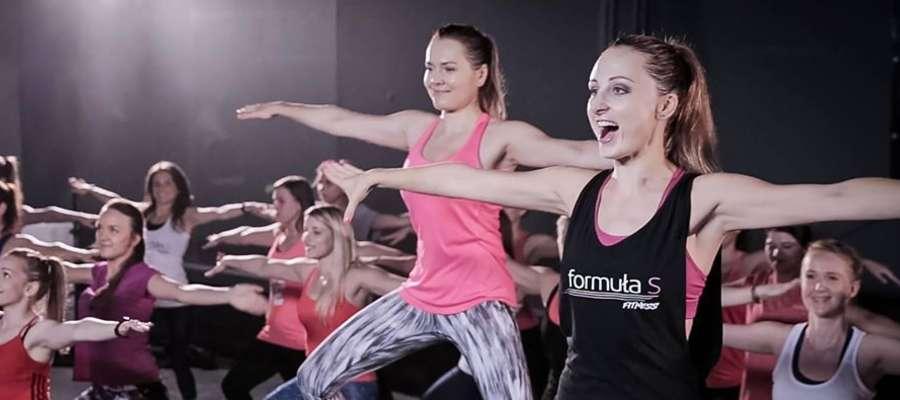 Na zajęcia Formuła S Fitness uczęszczają tylko kobiety, dlatego panie mogą bez skrępowania ćwiczyć w swoim gronie. Na zajęciach panuje przyjazna atmosfera, panie wspierają się w dążeniu do celu