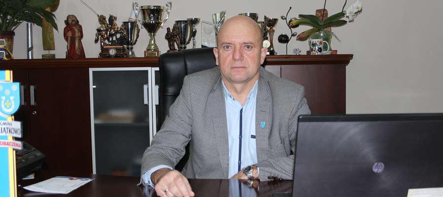 Wójt Piotr Kostrzewski po raz kolejny tłumaczył się ws. stadionu.