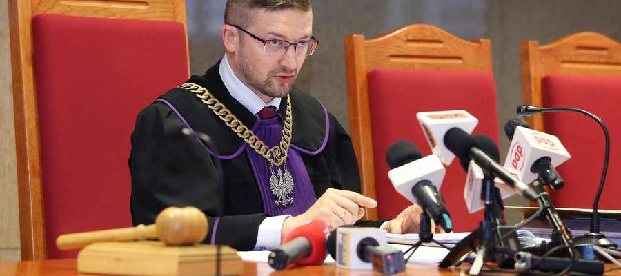 Spór o listy poparcia zaognił się po tym, jak sędzia Paweł Juszczyszyn w jednej z prowadzonych przez siebie spraw orzekł nakaz okazania przez Kancelarię Sejmu list poparcia KRS