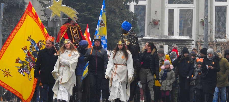 Orszak Trzech Króli na nowomiejskiej ulicy Kazimierza Wielkiego