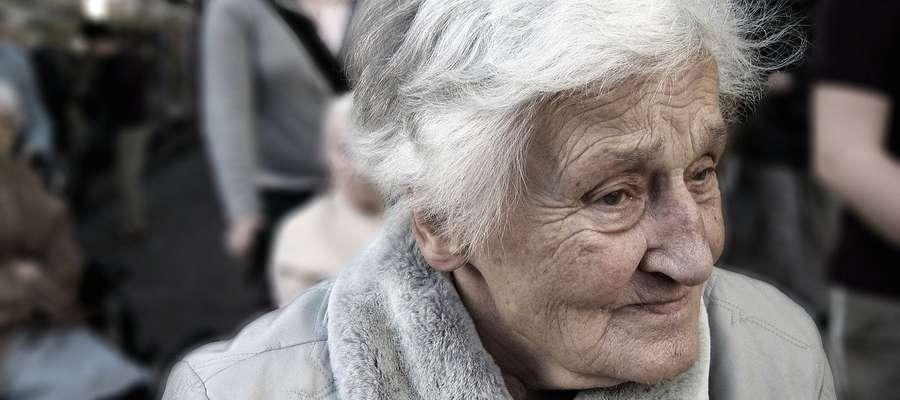 90-letnia kobieta oszukana na kilka tysięcy złotych