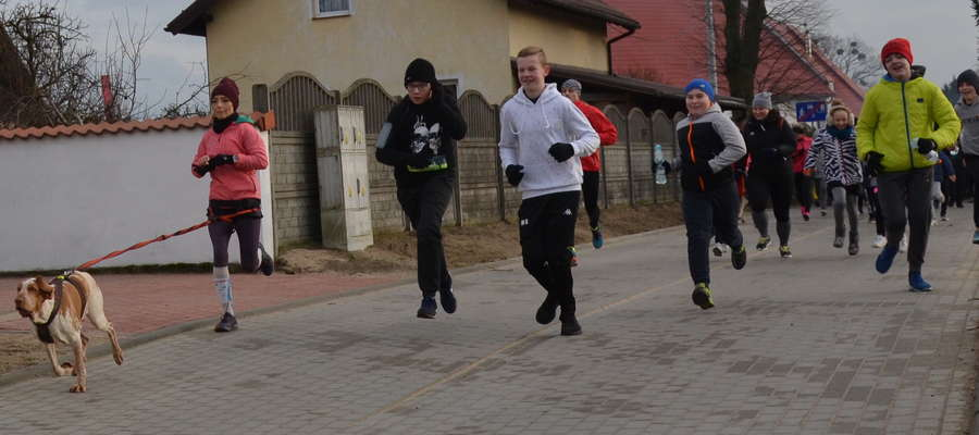 """Blisko 300 uczestników wzięło udział w """"Rodzinnym bieganiu"""""""