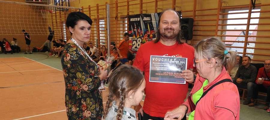 Licytacje w Bisztynku prowadził aktor i kabareciarz Sebastian Stankiewicz.