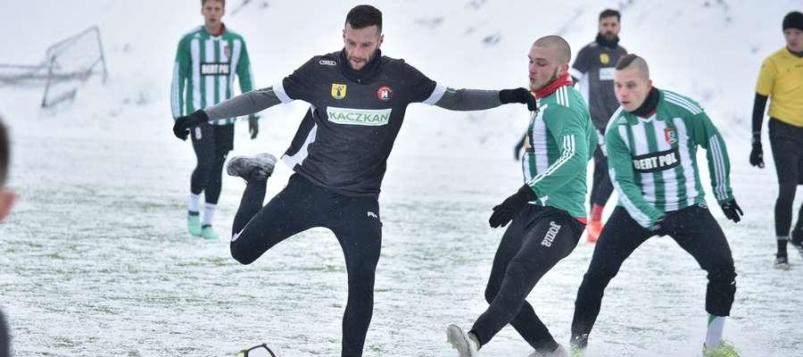 Na początku zimowych przygotowań, tak jak przed rokiem, w Mrągowie dojdzie do starcia Znicza z Kaczkanem Huraganem
