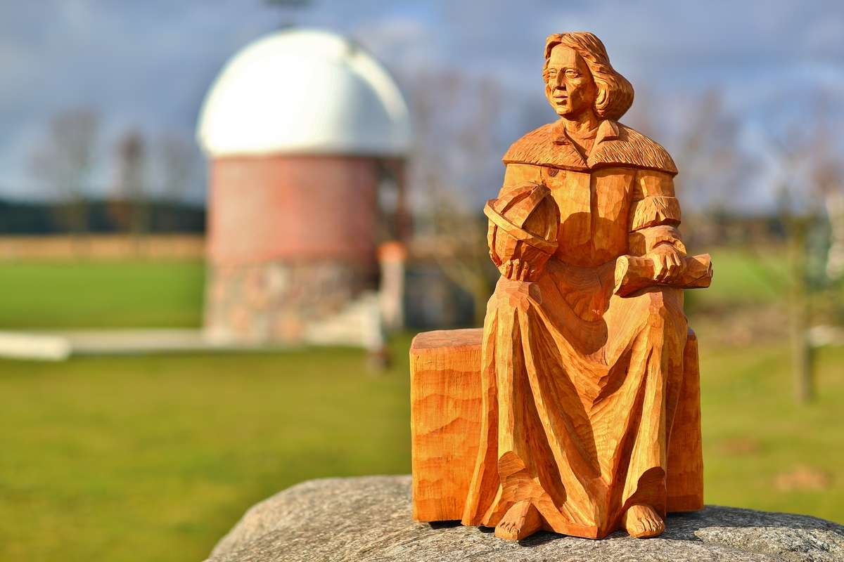 Statuetka Mikołaja Kopernika w obserwatorium astronomicznym w Truszczynach