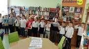 Uroczyste pasowanie uczniów na czytelnika w Szkole Podstawowej nr 2