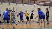 Faworyci punktują w siatkarskiej lidze MOSiR