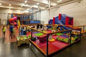 W sali zabaw dziecko spadło z wysokości 3,5 metra do piwnicy
