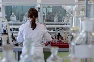 Testy na obecność koronawirusa. Komu się je wykonuje i kiedy? Rzecznik wojewody warmińsko-mazurskiego wyjaśnia