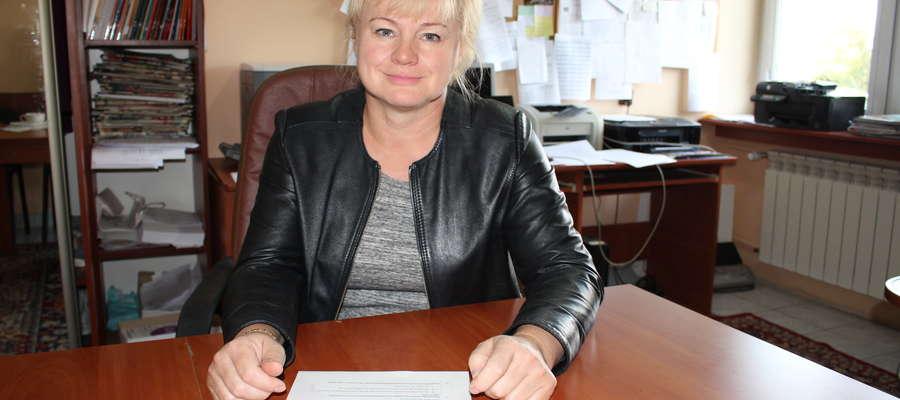 Prezes ZNP Marzena Więckowska prosiła dyrektora o regulaminy pracy szkoły, bo dotarły do niej informacje, że dyrektor zmienia je bez konsultacji ze związkami
