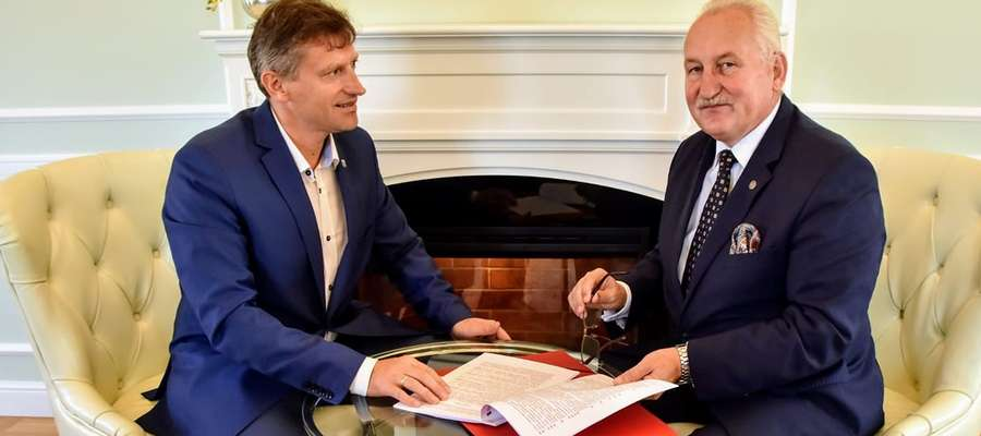 Dofinansowanie na elektromobilność przekazał Marszałek Gustaw Marek Brzezin