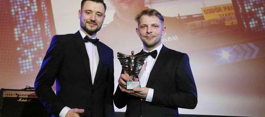 Dawid Rynkiewicz, dyrektor sklepu Decathlon Olsztyn, i Cezary Sak